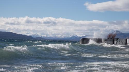 Surf-able waves on Lake Naguel Huapei!