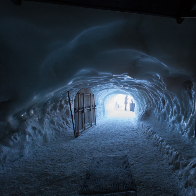 The famous tunnel that leads to the treacherous snow-walkway where you start the Valle Blanche run