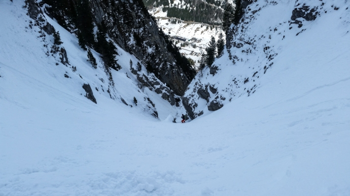 The couloir that drops down into Switzerland...where a bus will happily take you back to France.