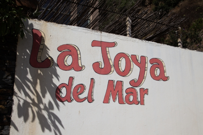 La Joya del Mar is a nice hotel run by a Californian and his wife.  If you head down south, its worth checking this spot out for a good meal, or if you wanna drag your lady down to southern Chile, I highly recommend staying here