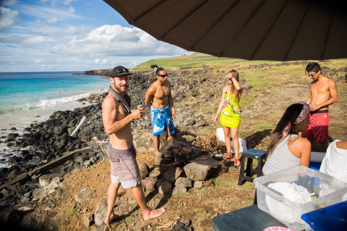 Hanging with locals on a Sunday afternoon on the northeast part of Rapa Nui.