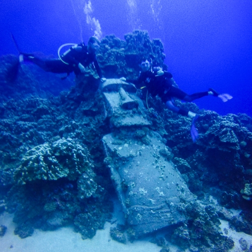 Scuba diving the sunken moai (no it is not a real moai, this one is from the set of a Kevin Costner movie called Rapa-Nui and was sunk as an attraction for divers)
